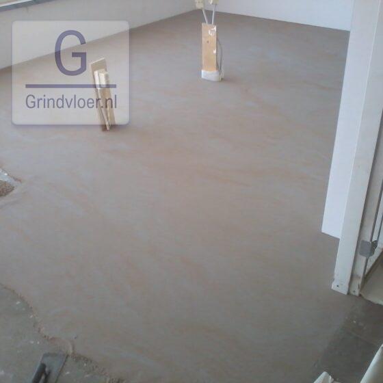 betonlook troffelvloer grijsoranje